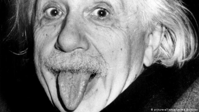 Αϊνστάιν : Γιατί έβγαλε τη γλώσσα στην κάμερα